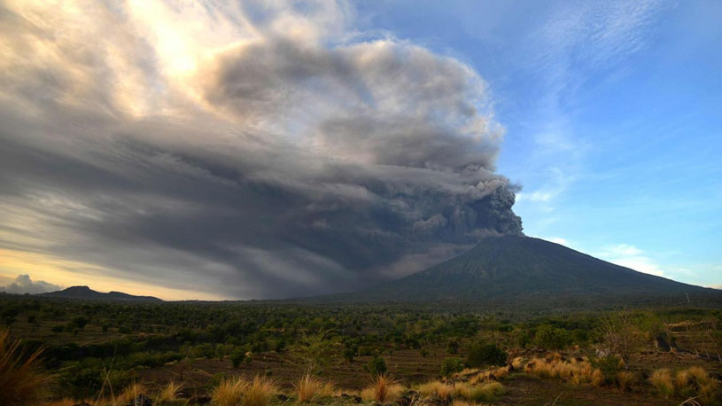 This man is desperate to climb Mount Agung During High Alerts